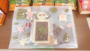 高橋商事店頭に展示されたクリスマスツリーの写真