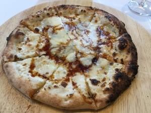 4種チーズのクワトロフォルマッジョの写真