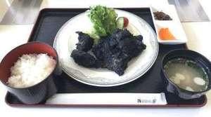 黒炭唐揚げ定食の写真